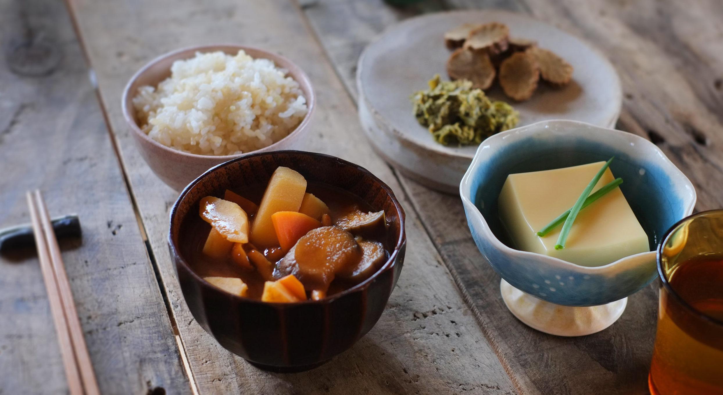 男性がニキビを改善するために摂るべき食べ物とは?